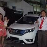 Foto Penyerahan Unit 6 Sales Marketing Mobil Dealer Honda Jakara Utara Tjhai Andre