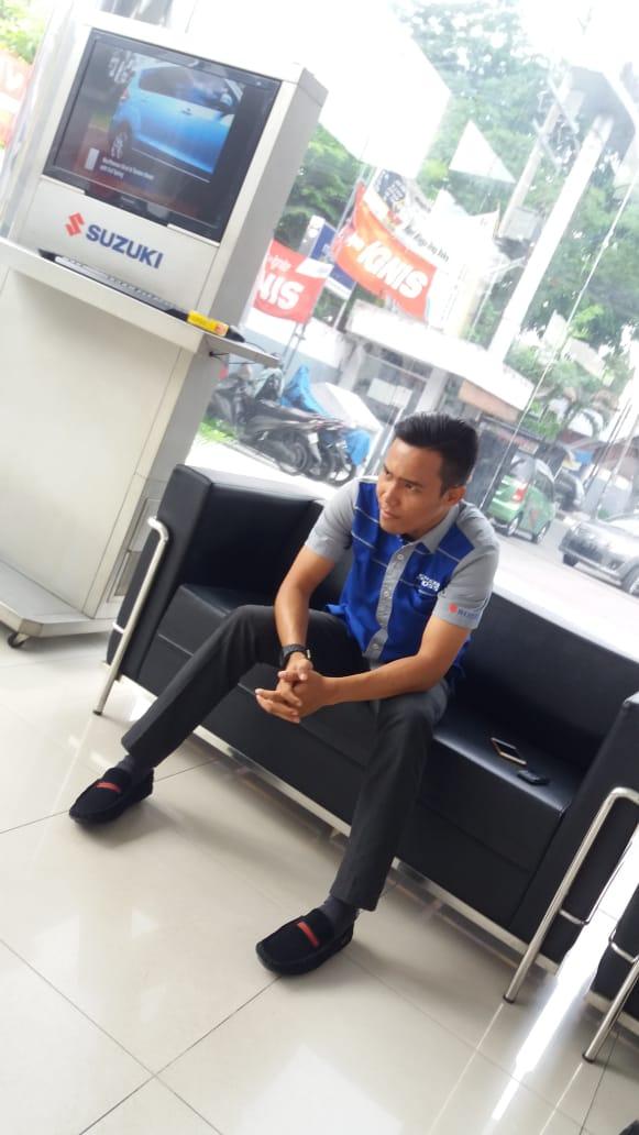 Sales Marketing Mobil Dealer Suzuki Herry