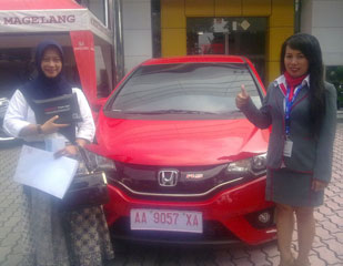 sales-marketing-mobil-dealer-honda-danik