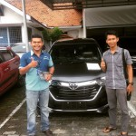Foto Penyerahan Unit 4 Sales Marketing Mobil Dealer Toyota Pekanbaru Heri