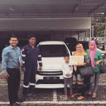 Foto Penyerahan Unit 5 Sales Marketing Mobil Dealer Toyota Pekanbaru Heri