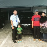 Foto Penyerahan Unit 8 Sales Marketing Mobil Dealer Toyota Pekanbaru Heri