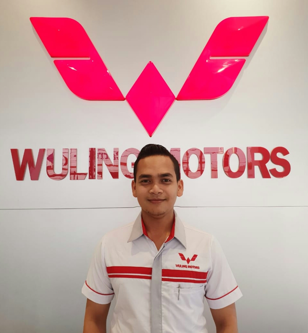 Sales Marketing Mobil Dealer Wuling Kang Faried