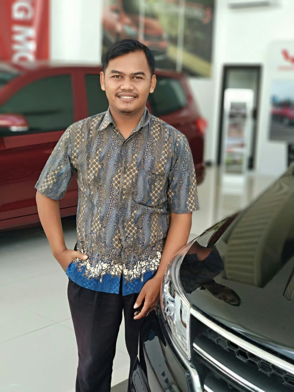 Sales Marketing Mobil Dealer Wuling Marsam