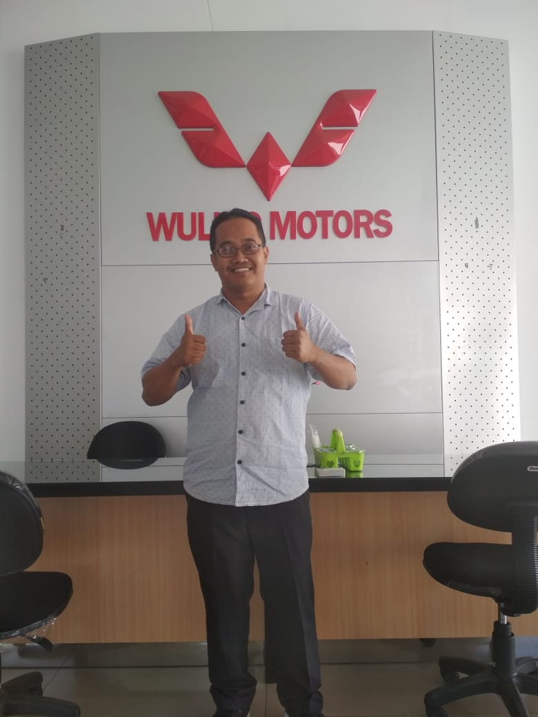 Sales Marketing Mobil Dealer Wuling Rizki